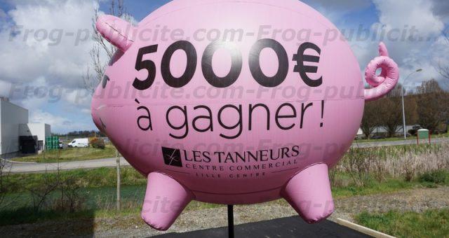 Un cochon gonflable géant sur trépied à Lille