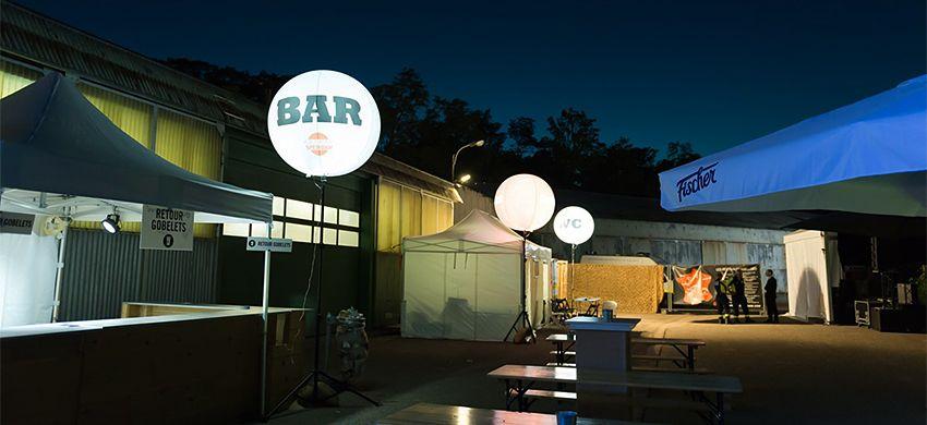 ballon lumineux sur trépied festival jazz au pays