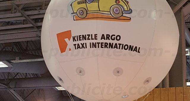 JPM Taxis | 1 ballon geant helium d'1m80 sur un Salon parisien