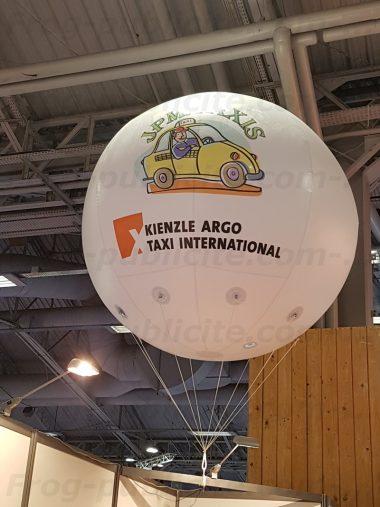 1 ballon geant helium sur un Salon parisien | JPM Taxis
