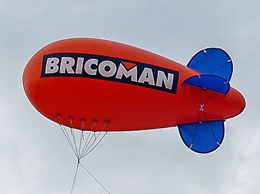 dirigeable gonflé à l'hélium pour ouverture magasin Bricoman à St Quentin