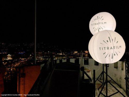 ballon publicitaire lumineux sur trépied - 1m30 de diamètre - éclairage LED à brancher - gonflage ballon à l'air