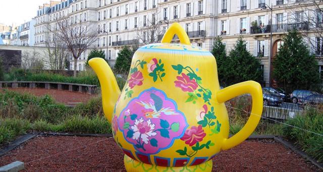 plv gonflable geante au musée du Quai Branly | Théière & vase
