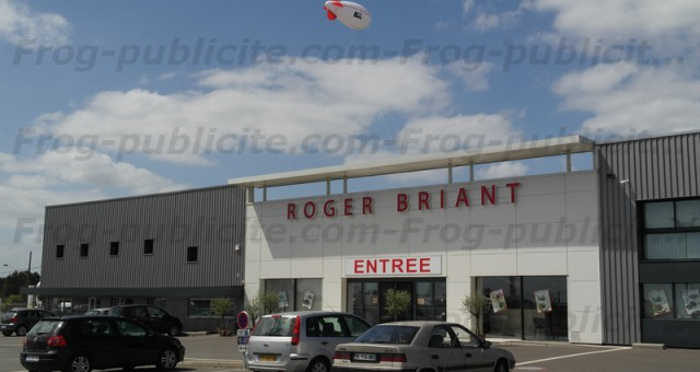 Dirigeable promotionnel 6m | Camping-cariste Roger Briant