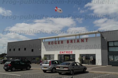 Dirigeable promotionnel pour Roger Briand