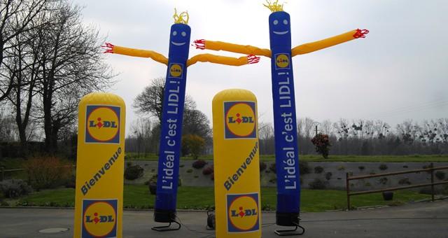 Structures publicitaires de rue pour Lidl   skydancer & colonne gonflable