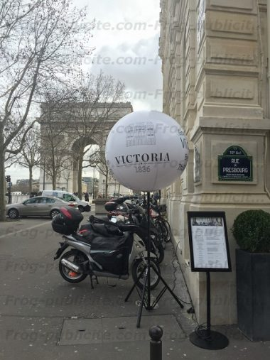 ballon sur trépied lumineux hotel victoria