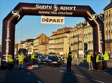Arche publicitaire auto-ventilée Sobhi sport partenaire course à pied