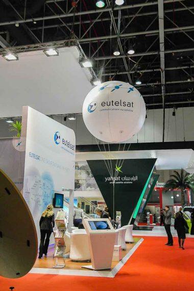 ballon hélium géant blanc eutelsat