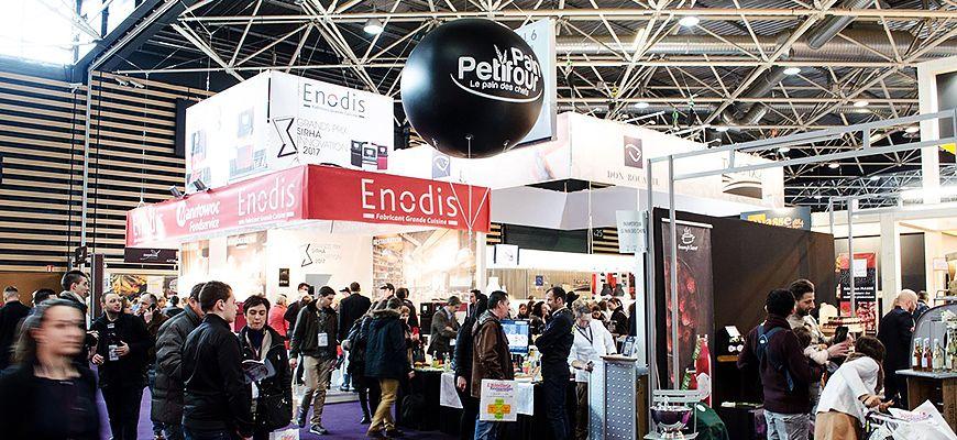 ballon publicitaire hélium pour mise en avant d'un stand sur un Salon professionnel à paris
