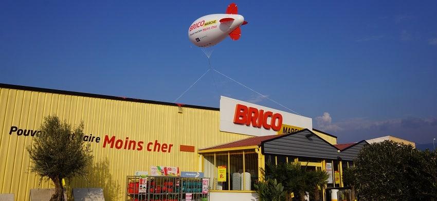 dirigeable publicitaire à l'hélium pour communication magasin bricomarché