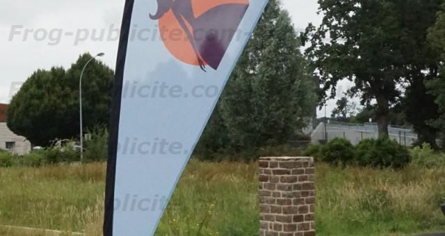 25 drapeaux goutte d'eau pour le Moulin Lorin (oriflamme)