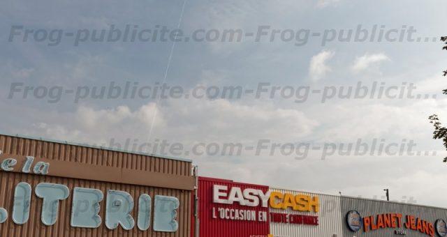 Un dirigeable publicitaire 6m pour l'ouverture d'un magasin Easy Cash