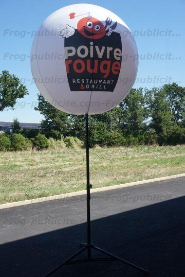 Ballon géant gonflable sur trépied pour l'enseigne de restauration Poivre rouge