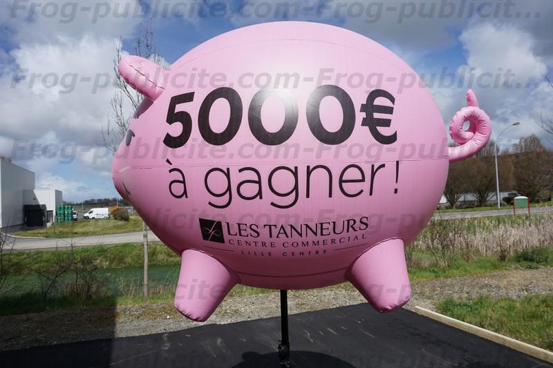 Cochon gonflable sur trépied pour le centre commercial les tanneurs à Lille