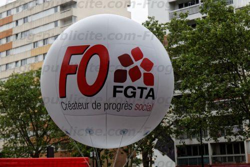 1 ballon géant FO FGTA pour une manifestation à Paris