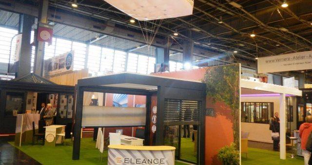 Carré gonflable géant | panneau publicitaire original sur un stand
