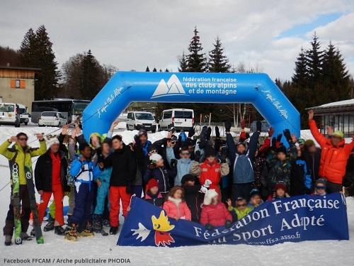 Arche auto-ventilée pan coupé FFCAM pour l'arrivée des compétitions de ski