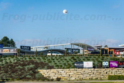 publicité gonflable extérieur pour goSport et Mcdonald's à l'Isle d'Abeau