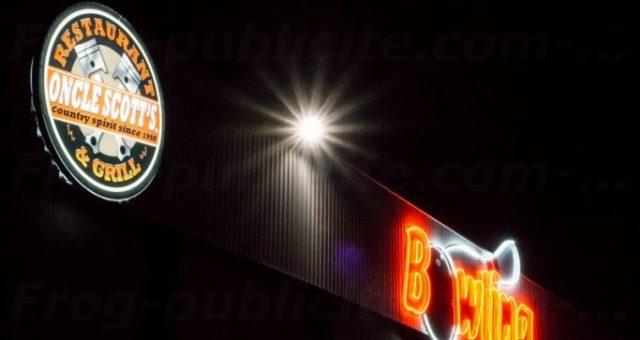 Ballon pub personnalisé 2m50 pour le restaurant Oncle Scott's