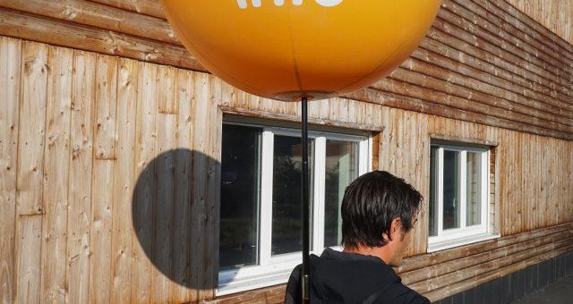 Des ballons street marketing sur le parking du Carrefour Nice